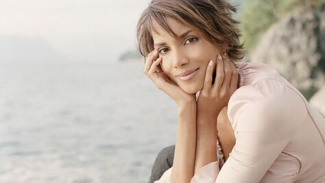 Picture of Halle Berry used for Entertainment Blog by https://www.market-connections.net